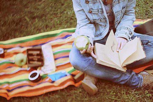 Девушка с книгой картинка