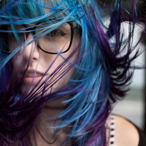 Девушка в парике Девушки с мелированными волосами. фото девушек с