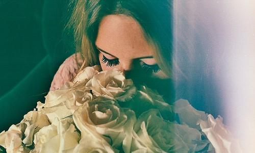 Девушка с розами фото